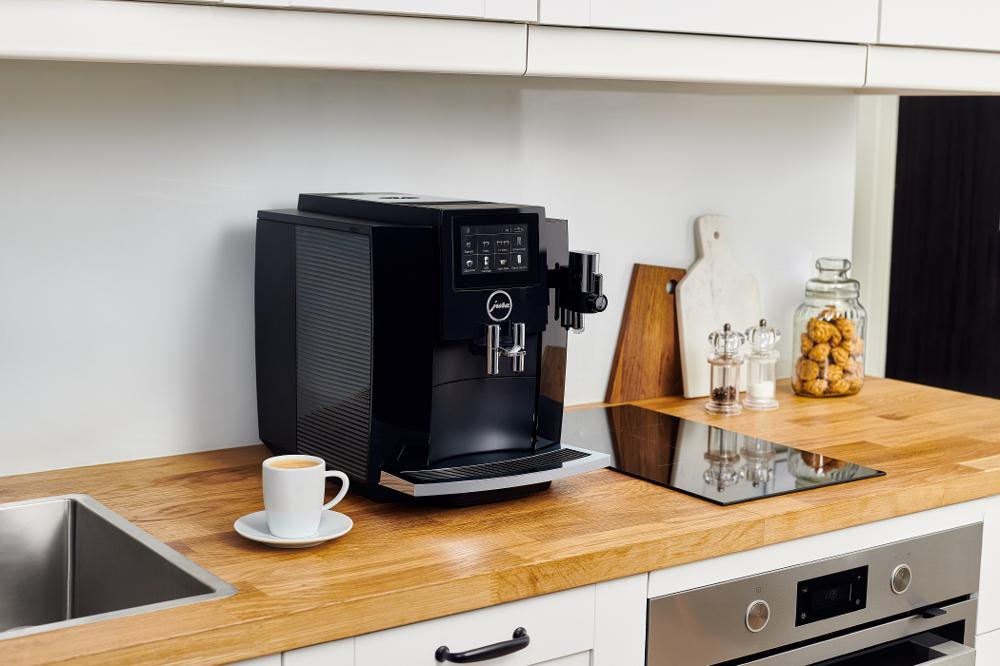Jak zrobić kawę idealną? Ekspresy, akcesoria, praktyczne dodatki